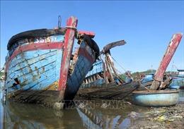 Xác tàu đắm gây ách tắc, ô nhiễm cảng cá Sa Huỳnh