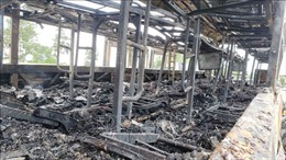 Xe khách giường nằm cháy trơ khung trên cao tốc Nội Bài - Lào Cai