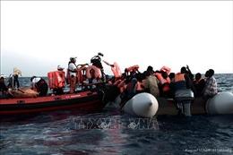 Giải cứu khoảng 120 người di cư ở ngoài khơi Địa Trung Hải