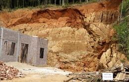 Lào Cai di dời khẩn cấp 6 hộ dân có nguy cơ bị ảnh hưởng bởi sạt lở đất