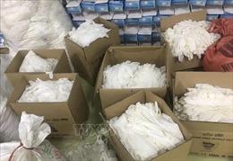 Phát hiện hàng nghìn găng tay cao su qua sử dụng, không rõ nguồn gốc