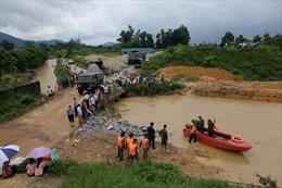 Nước lũ cuốn trôi xe bán tải đi qua đập tràn, hai mẹ con tử vong