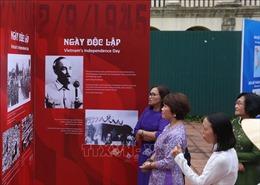 Triển lãm ảnh chủ đề 'Độc lập'tại Hoàng thành Thăng Long