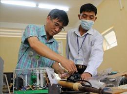 Thầy giáo trường dạy nghề với sáng kiến làm máy trợ thở