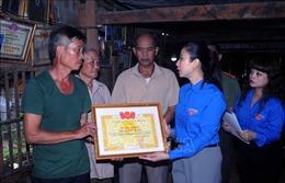 Truy tặng Huy hiệu 'Tuổi trẻ dũng cảm' cho đồng chí Quàng Văn Xôm