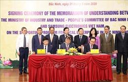 Phó Thủ tướng Trịnh Đình Dũng dự Lễ ký kết chương trình hỗ trợ doanh nghiệp Việt Nam