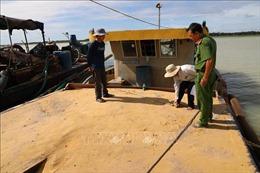 Tạm giữ 4 tàu hút cát trái phép trong hồ Dầu Tiếng, Tây Ninh