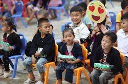 Quỹ sữa Vươn cao Việt Nam đến với trẻ em có hoàn cảnh khó khăn tỉnh Yên Bái