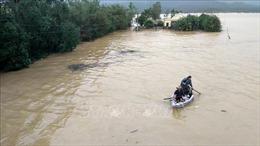 Diễn biến lũ lụt tại Quảng Bình còn phức tạp, khó tiếp cận người dân vùng ngập sâu