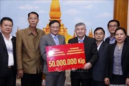 Người Việt tại Lào chung tay hỗ trợ người dân Savannakhet khắc phục hậu quả lũ lụt