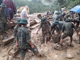 Hình ảnh bộ đội cứu nạn, hỗ trợ dân ở Trà Leng Quảng Nam