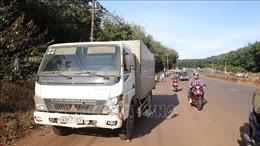 Nam thanh niên bị xe tải đâm tử vong khi đột ngột băng qua đường