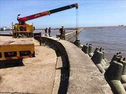 Bạc Liêu khẩn trương khắc phục sụt lún kè cửa biển Nhà Mát