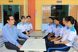 Nhà giáo Ưu tú Nguyễn Minh Thiện và hành trình 'gieo con chữ'cho học sinh vùng sâu Vĩnh Long