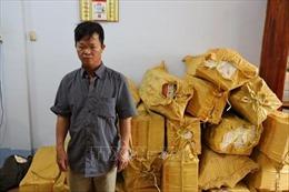 Bắt giữ đối tượng vận chuyển gần 12.000 gói thuốc lá lậu