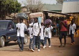 Các học sinh Nigeria được giải cứu trong vụ bắt cóc trở về nhà