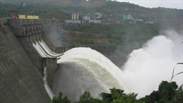Nhà máy Thủy điện A Lưới xả nước qua đập tràn