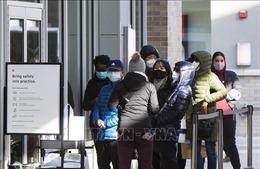Làn sóng lây nhiễm thứ hai bùng phát mạnh tại Canada
