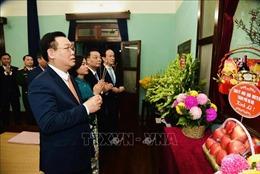 Đoàn đại biểu lãnh đạo TP Hà Nội dâng hương tưởng nhớ Chủ tịch Hồ Chí Minh