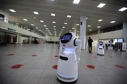 Sinh viên Nigeria phát triển robot chăm sóc bệnh nhân COVID-19