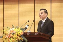 Chủ tịch UBND thành phố Hà Nội chúc mừng cán bộ ngành y tế