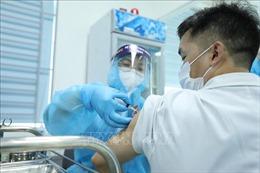 Hình ảnh những mũi tiêm vaccine phòng COVID-19 đầu tiên tại Việt Nam
