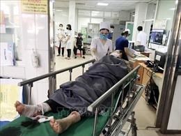 Vụ xe khách đâm xe đầu kéo: Khẩn trương cứu chữa những người bị thương