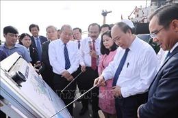 Thủ tướng Nguyễn Xuân Phúc làm việc tại Cảng Quốc tế Long An