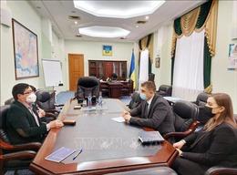 Đại sứ Việt Nam Nguyễn Hồng Thạch làm việc tại Kherson và Mikolaiv