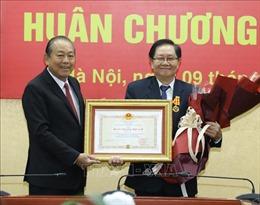 Trao Huân chương Độc lập hạng Nhì tặng nguyên Bộ trưởng Nội vụ Lê Vĩnh Tân