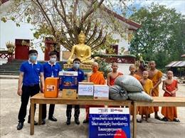 Cộng đồng người Việt tại Lào chung tay cùng chính quyền sở tại phòng, chống dịch