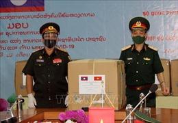 Lào tiếp nhận hỗ trợ y tế của Bộ Quốc phòng Việt Nam