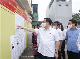 Chủ tịch Quốc hội Vương Đình Huệ kiểm tra công tác bầu cử tại Tuyên Quang