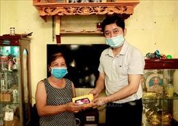 Yên Bái: Trao tặng điện thoại để phục vụ công tác phòng, chống dịch COVID-19