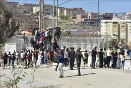 Mâu thuẫn giữa Tây Ban Nha và Maroc sau vụ hàng nghìn người vượt biển tới Ceuta