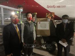 Việt Nam trao tặng thiết bị y tế hỗ trợ Ấn Độ chống dịch COVID-19