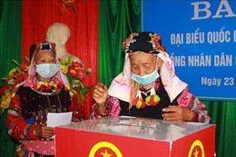 Trên 500 cử tri thôn Lô Lô Chải, nơi địa đầu cực Bắc của Tổ quốc, nô nức tham gia bầu cử