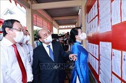 Lãnh đạo Đảng, Nhà nước cùng hơn 69 triệu cử tri cả nước thực hiện quyền, nghĩa vụ công dân
