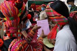 Đồng bào các dân tộc ở vùng biên Lai Châu rộn ràng đi bầu cử