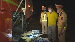 Đắk Lắk: Phát hiện xe khách giường nằm vận chuyển thuốc lá lậu