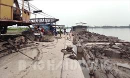 Bắt giữ 2 tàu khai thác cát trái phép trên tuyến sông Lạch Tray