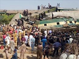 Pakistan huy động quân đội, dân quân tham gia cứu hộ tai nạn đường sắt nghiêm trọng