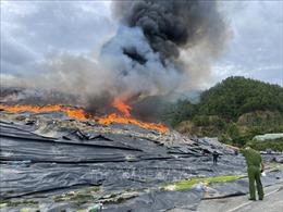 Đà Nẵng: Khẩn trương dập tắt đám cháy tại bãi rác Khánh Sơn