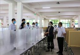 Kiểm tra phòng dịch COVID-19 tại khu công nghiệp ở Vĩnh Long
