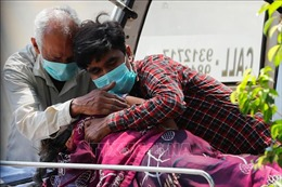 Giới chuyên gia dự báo thời điểm Ấn Độ hứng chịu làn sóng COVID-19 thứ ba