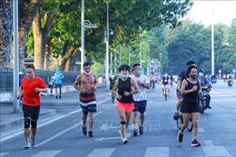 Hà Nội: Nhiều người vẫn ra đường tập thể dục bất chấp lệnh cấm