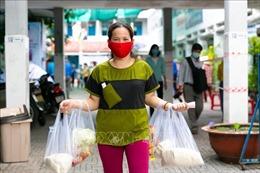 TP Hồ Chí Minh nỗ lực đưa tiền hỗ trợ sớm đến tay người dân khó khăn