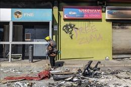 Nam Phi hỗ trợ người dân bị ảnh hưởng của bạo loạn và cướp phá