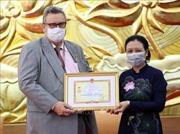 Trao Kỷ niệm chương 'Vì hòa bình hữu nghị giữa các dân tộc'tặng Đại sứ Phần Lan tại Việt Nam