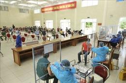 Tiêm vaccine cho người dân, lực lượng tuyến đầu tại Thanh Trì, Hà Nội